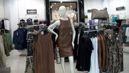 130ffb984c5e Магазины по продаже одежды и обуви стараются привлечь немногочисленных  покупателей значительными скидками. Генеральный директор группы компаний  «Ультра» ...